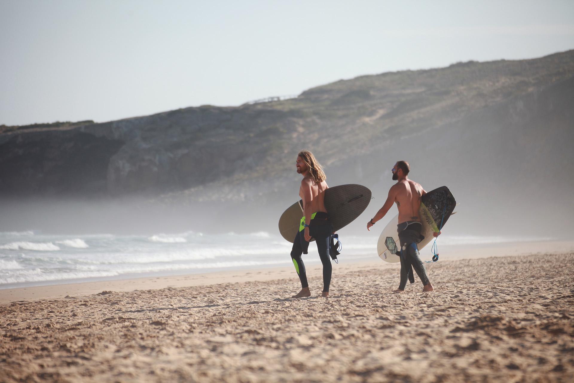 surfing in algarve
